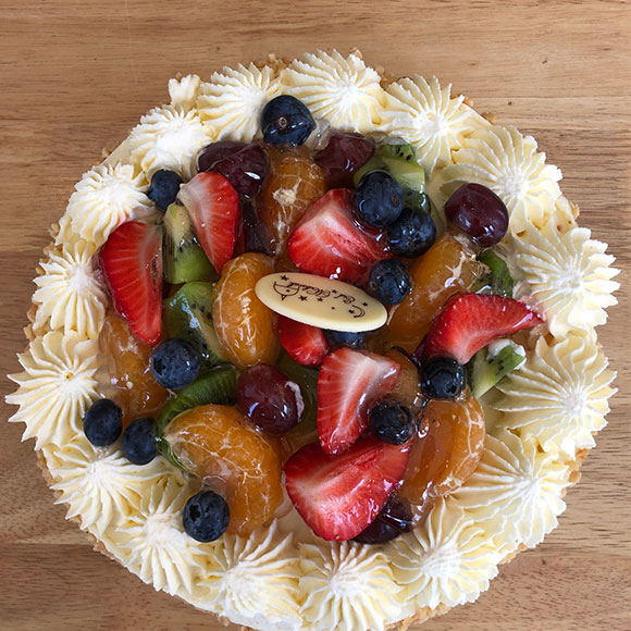 mixed fruits 8 inch cake